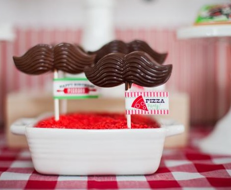 fiesta italiana bigotes chocolate