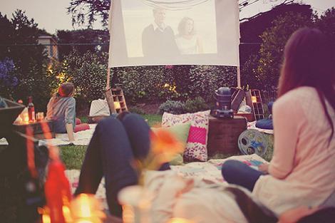 Fiesta de cine en el jardín