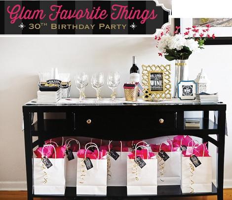 mesa decorada para un 30 cumpleaños