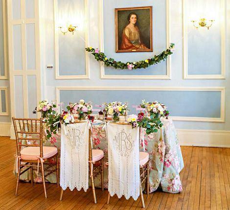 mesa clásica romántica con flores decoración